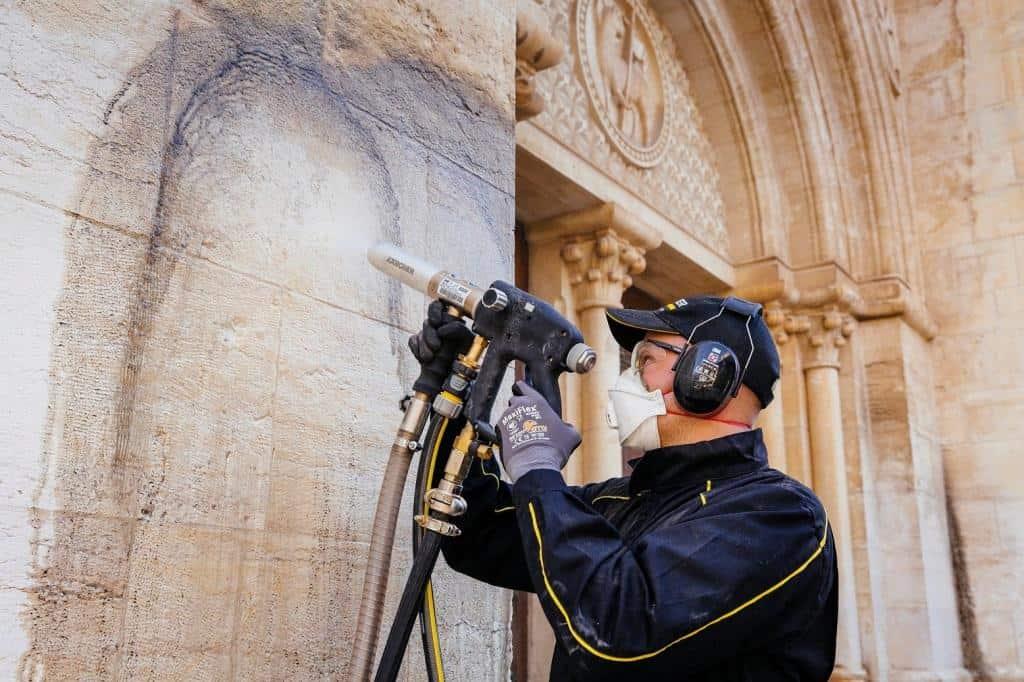 """ניקוי ושימור של """"כנסיית הגואל"""""""